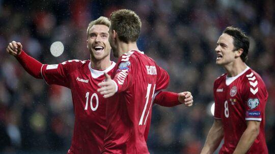 Christian Eriksen, Nicklas Bendtner og Thomas Delaney ved 1-0 i VM-kvalifikationskampen mellem Danmark-Rumænien i Telia Parken søndag d. 8 okt.
