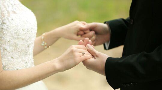 Jane Tarren oplevede, hvordan hendes mand lagde an på andre damer allerede på bryllupsrejsen.