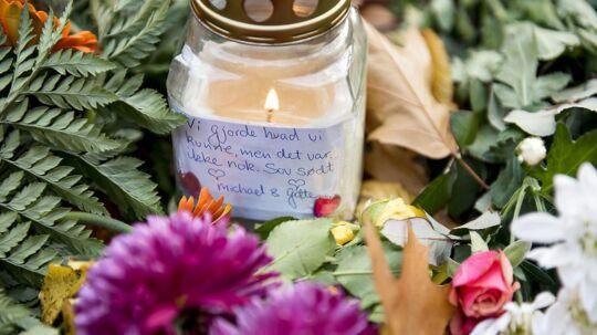 Michael Hudlebusch fortalte sidste år til BT, hvordan han fandt Louise Borglit og kæmpede en forgæves kamp for at redde hendes liv om aftenen 4. november. Sammen med sin kone Gitte var han efterfølgende forbi Elverparken for at lægge et kort.
