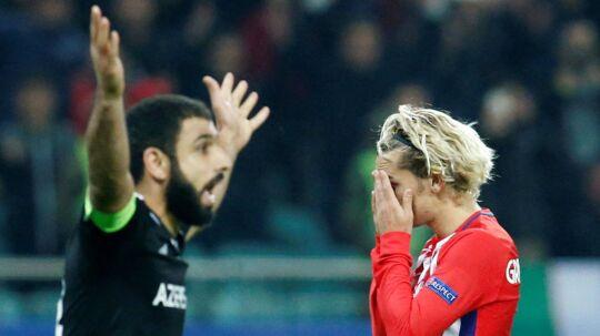 Atlético Madrid kunne ikke score på udebane mod Qarabag FK. Her ærgrer Antoine Griezmann (th) sig.