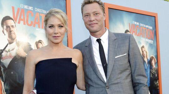 Her ses Christina Applegate med sin ægtemand Martyn LeNoble i 2015.