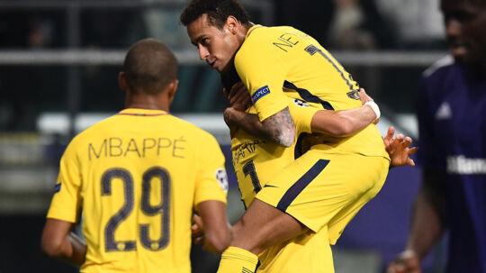 Neymar scorede direkte på frispark, da Paris Saint-Germain vandt 4-0 over Anderlecht. Scanpix/Franck Fife