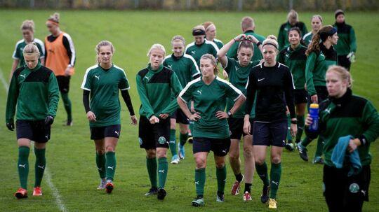 Kvindelandsholdet i fodbold efter træning i Dragør.