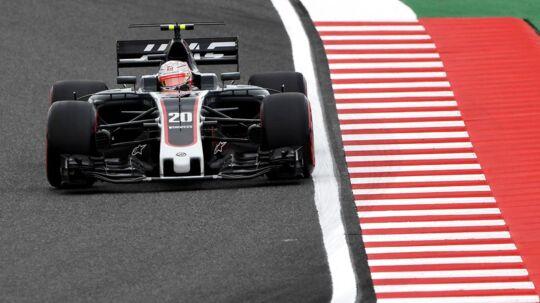 Kevin Magnussen (bill.) var hurtigere end Romain Grosjean til træning.