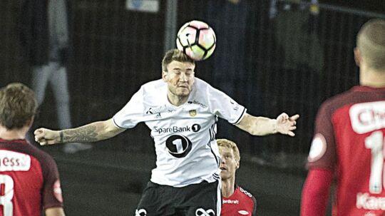 Nicklas Bendtner i aktion i kampen mod Brann.