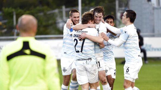 Nicolas Mortensen, FC Helsingør (11) jubler sammen med holdkammerater efter sin scoring til 2-0 i Superligakampen mod Silkeborg lørdag d. 28 oktober 2017 i Helsingør. (Foto: Keld Navntoft/Scanpix 2017)
