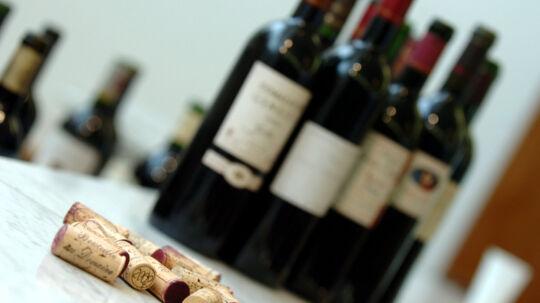 Når der skal vælges vin til gløggen, så undgå vine fra fad, som har højt indhold af garvesyre, som ikke gør noget godt for den søde varme drik, siger en vinkyper. Free/Colourbox