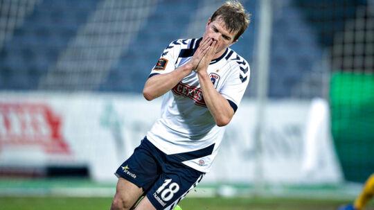 Jesper Juelsgård er sygemeldt og erstattes af Jens Stage i AGF's startopstilling i lørdag eftermiddags Superliga-kamp på Ceres Park i Aarhus mod Silkeborg IF.