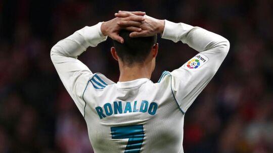 Cristiano Ronaldo tager sig til hovedet under lørdagens kamp mod Atletico Madrid