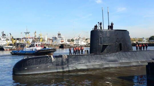 Tiden rinder ud for besætningen på den forsvundne argentinske ubåd. Hvis ubåden stadig er intakt og neddykket, har den kun ilt nok til en uges tid. Onsdag er det en uge siden, ubåden sidst havde kontakt til sin base og meldte om problemer. (Arkivfoto)