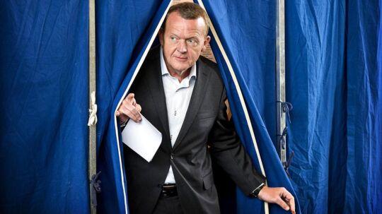 Omkring tre millioner danskere stemmer i dag til kommunal- og regionsrådsvalget. Her er det statsminister Lars Løkke Rasmussen, der stemmer til sidste Folketingsvalg. Arkivfoto