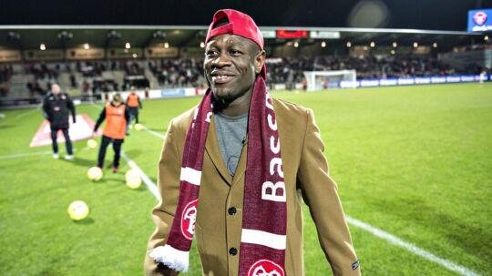 Christian Bassogog blev hyldet af AaB-fansene inden holdets hjemmekamp mod FCM mandag.