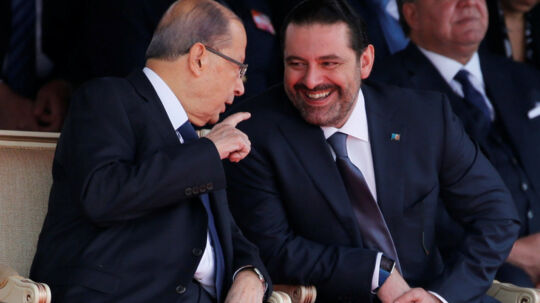 Præsident Michel Aoun opfordrede mig til at vente, før jeg afleverede min afskedsbegæring, så der kunne være mere dialog omkring dens årsager og politiske baggrund, og jeg udviste imødekommenhed, sagde premierminister Saad al-Hariri (th.) i talen. Reuters/Mohamed Azakir