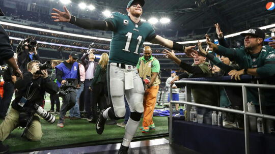 Philadelphia Eagles og quarterback Carson Wentz indtager fortsat førstepladsen i BTs NFL Power Ranking. Men ellers er der store rokeringer i top 10 - for en gangs skyld. Foto: USA Today Sports