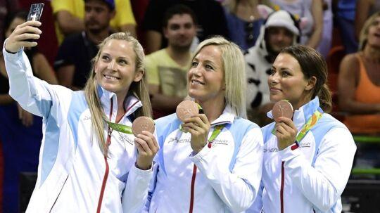 Nora Mørk (th), da hun vandt OL-bronze med Norge. Her sammen med Ida Alstad (tv) og Heidi Løke (i midten)