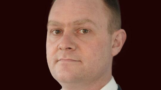 Læsøs afgående borgmester, Tobias Birch Johansen (V) vil gå meget langt for at undgå, at Dansk Folkepartis Karsten Nielsen overtager borgmesterkæden.