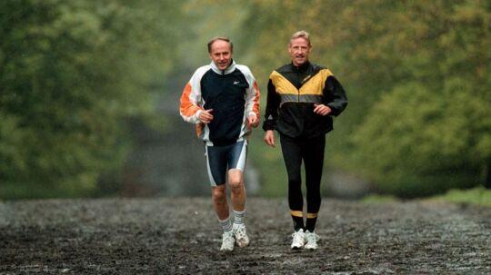 Erhard Filtenborg, tv., og Anders Munch Madsen er æresmedlemmer i Klub 100 Marathon Danmark. De har løbet henholdsvis 519 og 614 maratonløb. Her under en træning i Dyrehaven. Erhard Filtenborg, der også er inkarneret Eremitageløber, blev i 1997 af BT kåret som årets mandlige Eremitageløber