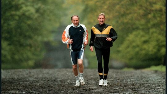 Erhard Filtenborg, tv., og Anders Munch Madsen er æresmedlemmer i Klub 100 Marathon Danmark. De har løbet henholdsvis 519 og 614 maratonløb. Her under en træning i Dyrehaven. Erhard Filtenborg, der også er inkarneret Eremitageløber, blev i 1997 af BT kåret som årets mandlige Eremitageløber.
