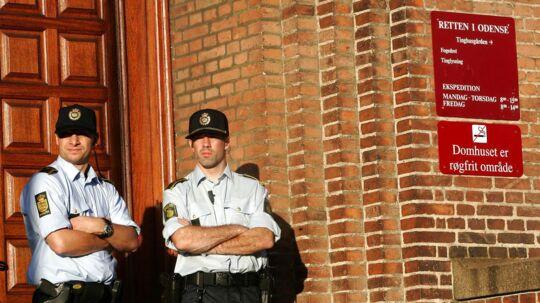 Politibetjente foran retten i Odense (arkiv)