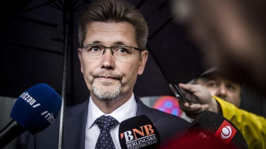 Frank Jensen har med et løfte om en irettesættelse til den ansatte, der lækkede oplysninger om Anna Mee Allerslevs (R) bryllup, bevæget sig ud i en juridisk gråzone, mener Michael Götze. Scanpix/Thomas Lekfeldt