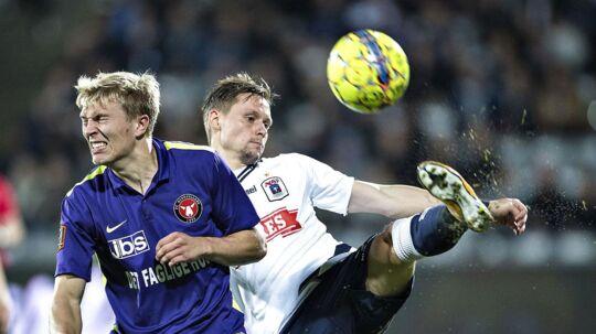 Jakob Ankersen, til højre, er placeret på reserbænken, når AGF i aften i Superliga møder FC Helsingør.