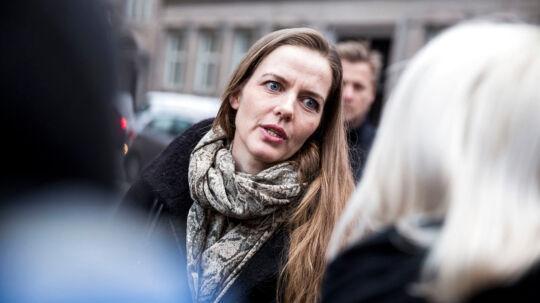 Ellen Trane Nørby (V) har fået et stort antal henvendelser fra utilfredse borgere, der lider af lavt stofskifte. De vil have, at lægerne bliver bedre til at give andet end den gængse behandling mod sygdommen.