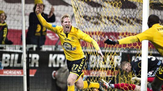 AC Horsens Jonas Thorsen jubler over sin scoring til 2-1, kampens slutresultat.