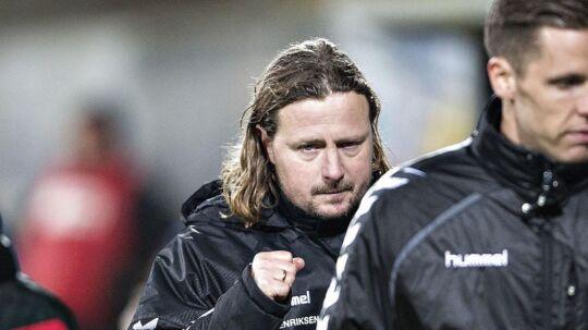 Bp Henriksen (tv) har haft en omtumlet uge, som dog sluttede godt både udenfor og inde på banen.
