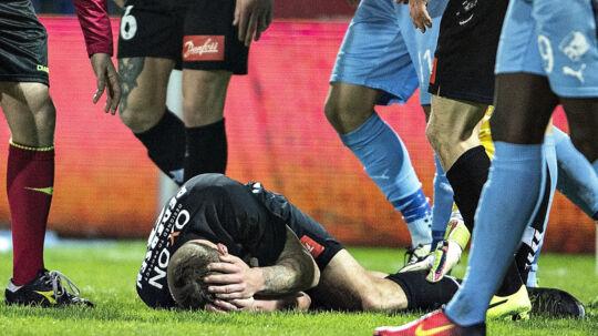Marc Pedersen (liggende i græsset) havde forventet et bedre sønderjysk efterår i Superligaen. Scanpix/Henning Bagger
