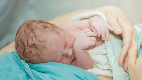 En australsk mor fødte sin femte datter hjemme - på gulvet i badeværelset. (Arkivfoto - billedet viser altså ikke den baby-pige, der er omtalt i artiklen).