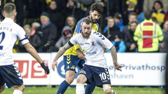 Martin Spelmann (10), AGF og Anthony Jung (3), Brøndby IF, under Alka Superliga-kampen mellem Brøndby IF og AGF på Brøndby Stadion søndag den 10. december 2017. (Foto: Anders Kjærbye/Scanpix 2017)
