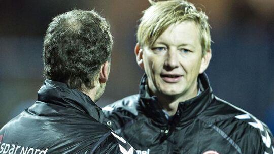 AaB's sportsdirektør Allan Gaarde, til højre, der her ses sammen med klubbens cheftræner Morten Wieghorst, forventer at januar måneds transfervindue bliver stille og roligt.