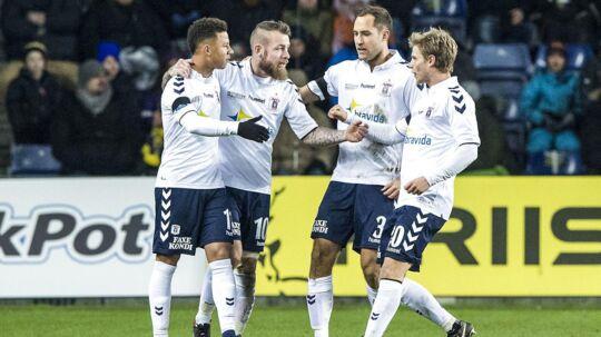 AGF fejrer et af de to mål, som holdet scorede mod Brøndby i 2-2 kampen.