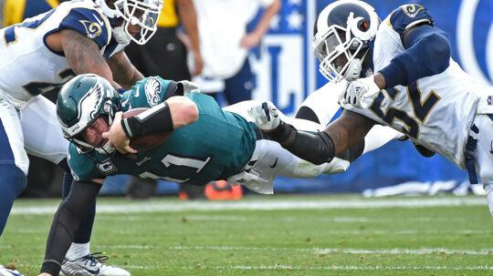 Carson Wentz (i grøn trøje) går muligvis glip af resten af NFL-sæsonen med en knæskade. Scanpix/Jayne Kamin-oncea
