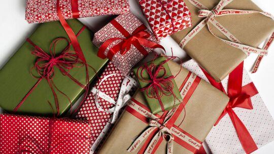 Stadig flere danskere køber julegaverne på nettet. Det har sine fordele, men pas på fælderne på nettet.