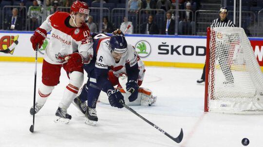 Pucken kan være svær at se for den urutinerede ishockey-seer