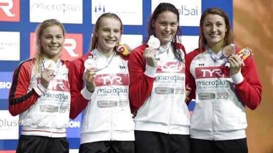 Pernille Blume, Julie Kepp, Mie Ø Nielsen, Emilie Bechmann vandt bronze i holdkap ved EM i svømning i København.