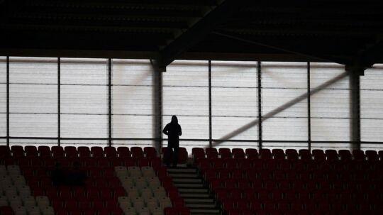 Opgøret på Bet365 Stadium mellem Stoke City og West Ham United måtte udsættes i en time på grund af strømafbrydelse.
