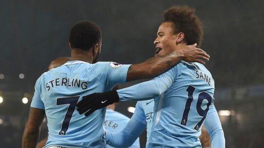 Raheem Sterling lavede to mål, mens Leroy Sane stod for et oplæg, da City smadrede Tottenham.