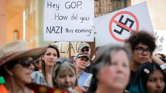 Siden Donald Trumps indsættelse 20. januar har flere amerikanske nazi-bevægelser fået ekstra vind i sejlene. Her demonstreres der imod de højreekstremistiske tendenser.