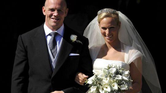 Den engelske rugbyspiller Mike Tindall og hans brud, Zara Philips, som er dronning Elizabeths næstældste barnebarn. KLIK videre for at se flere fotos.
