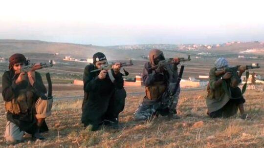 Billede fra en propagandavideo på YouTube hvor fire mænd, hvoraf to er dansktalende islamister, opfordrer til at deltage i jihad, hellig krig, i Syrien.