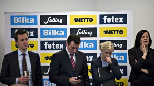 Salling overtager Dansk Supermarked fra Mærsk - her lytter ledergruppen til topchef Per Banks indlæg på pressemødet.