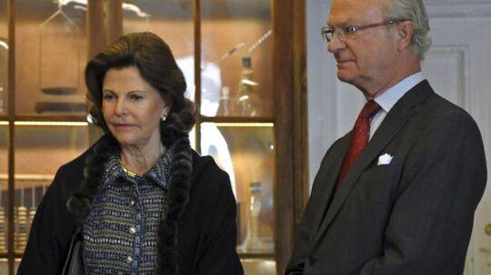 Dronning Silvia forlader sin mand for en stund, når hun onsdag mødes med Dronning Margrethe i Danmark.