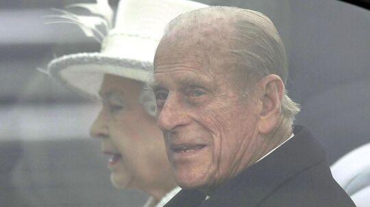 Prince Philip må indse, at han skal tilbringe julen på sin stue på hospitalet, hvor han er blevet hjerteopereret.