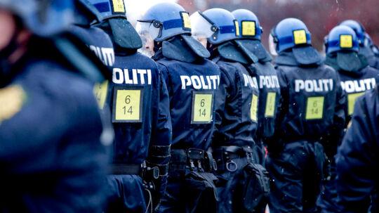 Politifolk er tjenestemænd med høj pension og jobsikkerhed.- Tjenestemandsansættelsen er det helt store emne at snakke om i forbindelse med en ny politiaftale, for politiet har nogle ret favorable ansættelsesvilkår, siger Adam Diderichsen, lektor i Politividenskab ved Ålborg Universitet, og tilføjer, at det er en god ide, at få ændret på reglerne (Foto: Bax Lindhardt/Scanpix 2013)