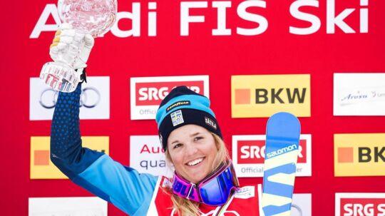 Anna Holmlund før sin ulykke da hun stadig kunne stå på ski
