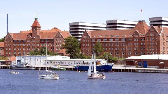 En del af NaturErhvervsstyrelsen skal flytte til Augustenborg Slot, som ligger ved Sønderborg (billedet).