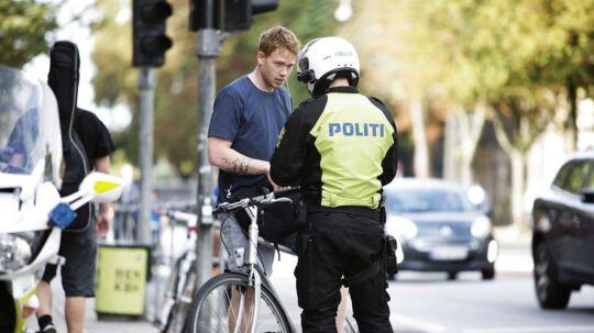 Skal det være ulovligt at cykle med musik i ørerne.