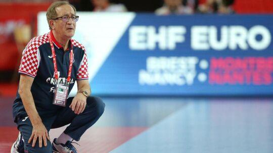 Kroatiens træner, Lino Cervar, slipper med en bøde for sin usportslige aktion mod Hviderusland